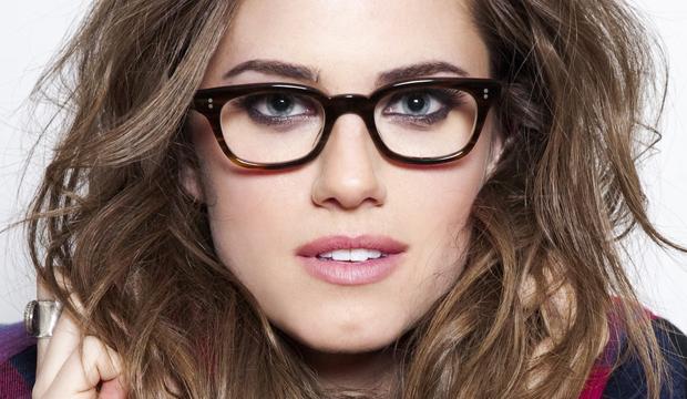 """Quem precisa usar óculos de grau sempre tem aquela dúvida  """"Será que eu  devo usar maquiagem com óculos """". A resposta é Sim! Com certeza sim! 24b98243fc"""