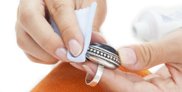 como limpar joias de prata